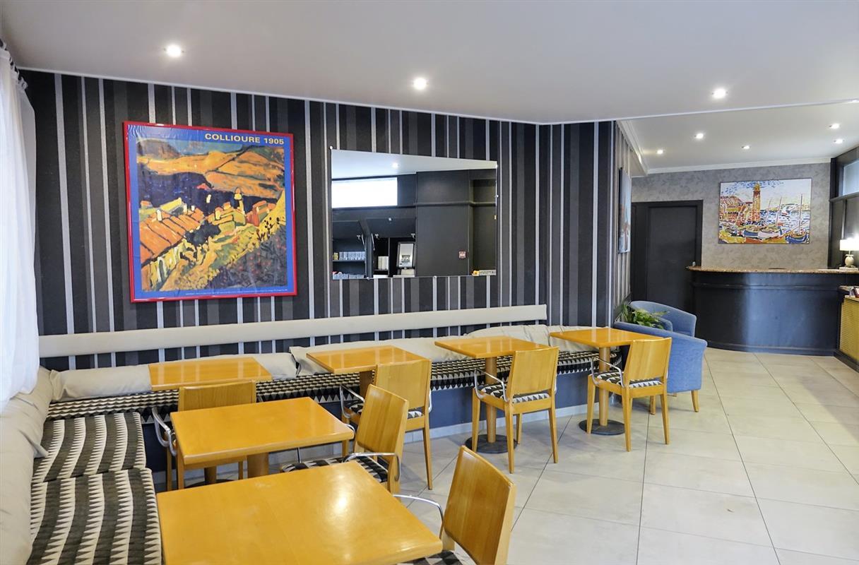 Petit dejeuner hotel triton collioure hotel triton - Hotel avec jacuzzi dans la chambre pyrenees orientales ...
